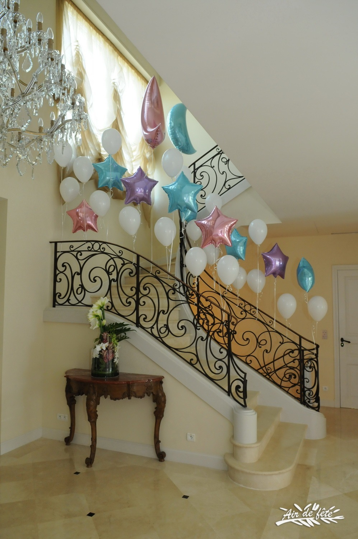jm- rampe d'escalier décoré de ballons à l'hélium | air de fête